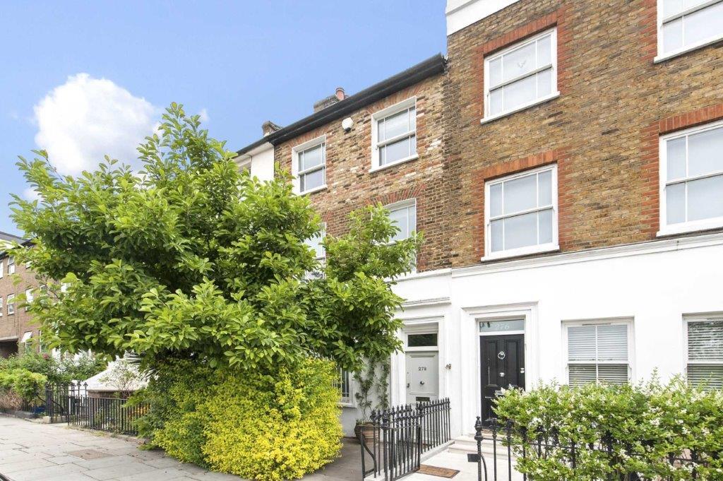 Three Bedroom Family House In North Kensington